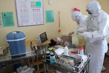 Эмч, ажилтнууд коронавирусийн шоконд ороход ойрхон байна
